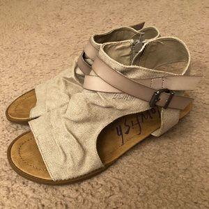 Tan blowfish sandal